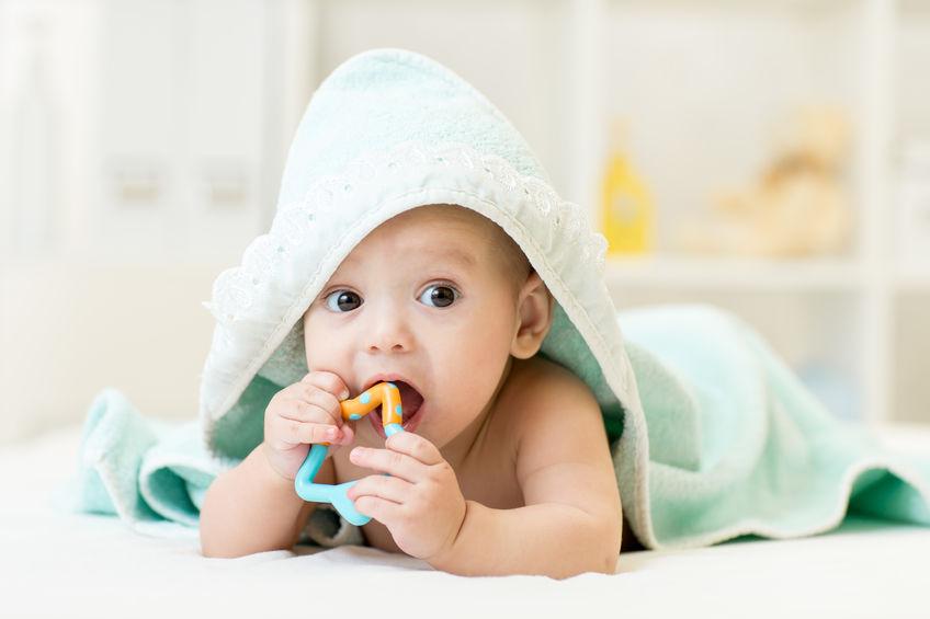 baby krijgt tandjes